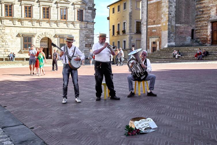 Уличные музыканты в Монтепульчано