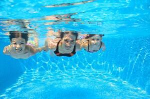 Кому противопоказаны занятия плаванием в бассейне?