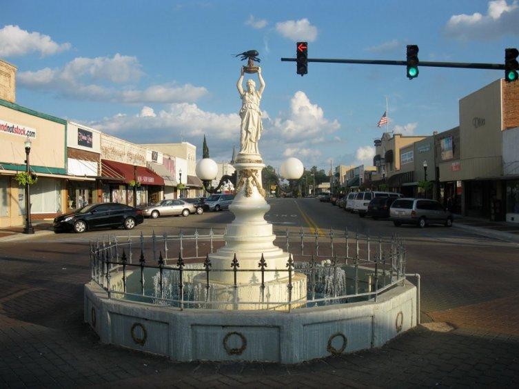 Памятник хлопковому долгоносику в городе Энтерпрайз, штат Алабама, США