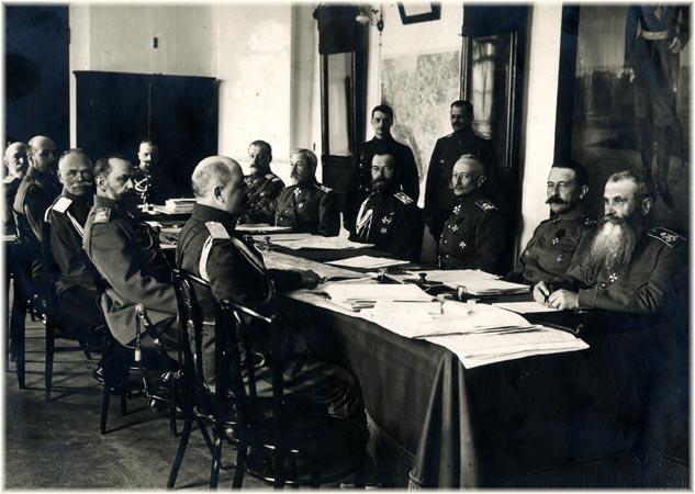 Император Николай II и командующие фронтами на заседании Ставки