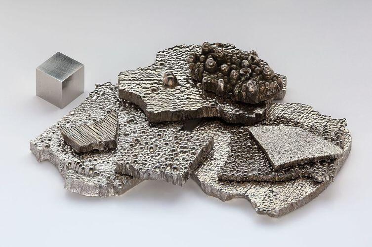 Кобальт - блестящий, серебристо-белый металл
