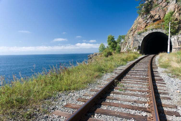 Вид на Байкал с железной дороги