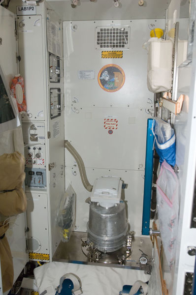 Санитарно-гигиенический блок на МКС в модуле «Спокойствие»