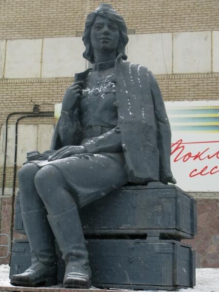 Памятник медсестрам и всем женщинам-фронтовичкам. Челябинск