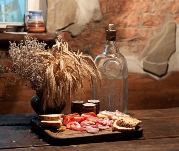 Стереотипы о самогоне и что такое благородный напиток?