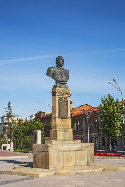 Памятник Маршалу авиации Александру Ивановичу Покрышкину