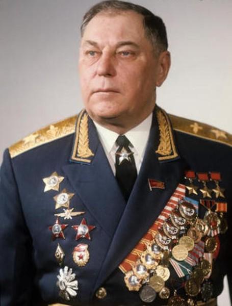 Александр Иванович Покрышкин (1913 — 1985 ) — советский военачальник, Маршал авиации (1972), лётчик-ас