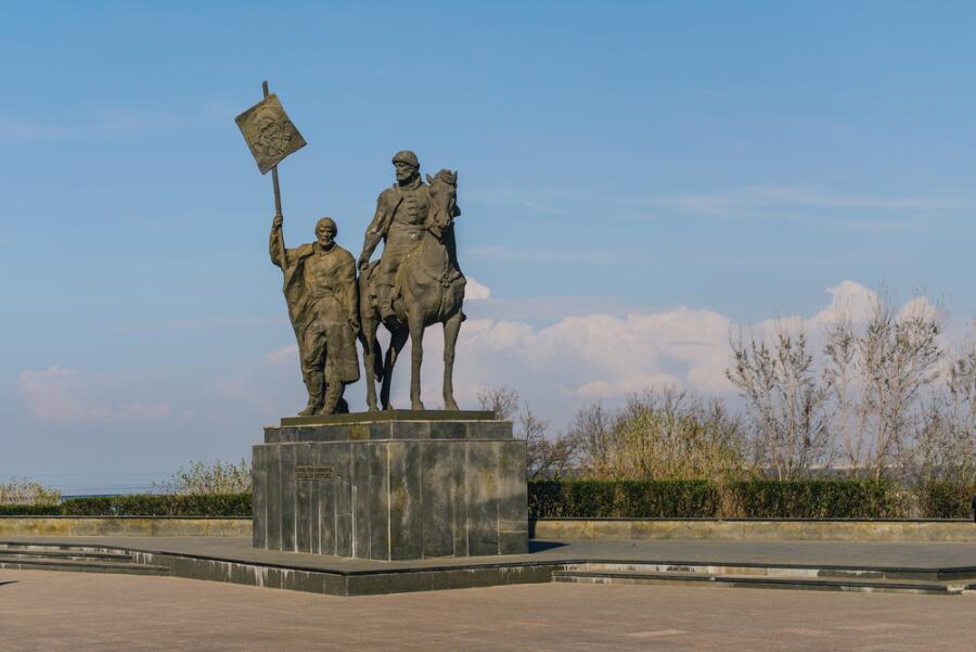 Памятник основателю города Симбирска Хитрово Богдану Матвеевичу, Ульяновск, Россия