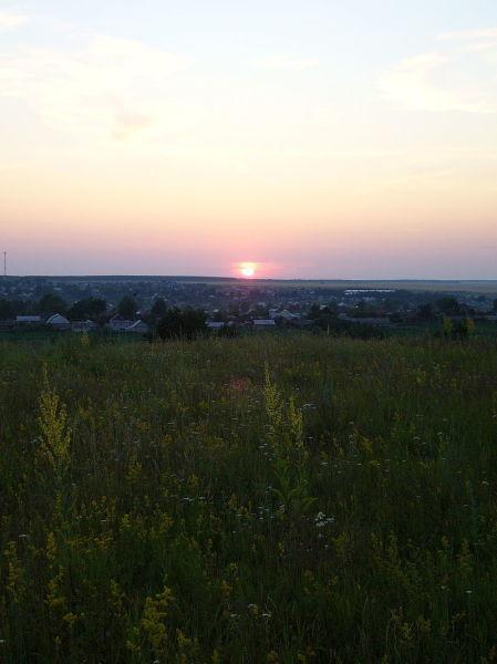 Панорама Вадинска с Монастырской горы на закате