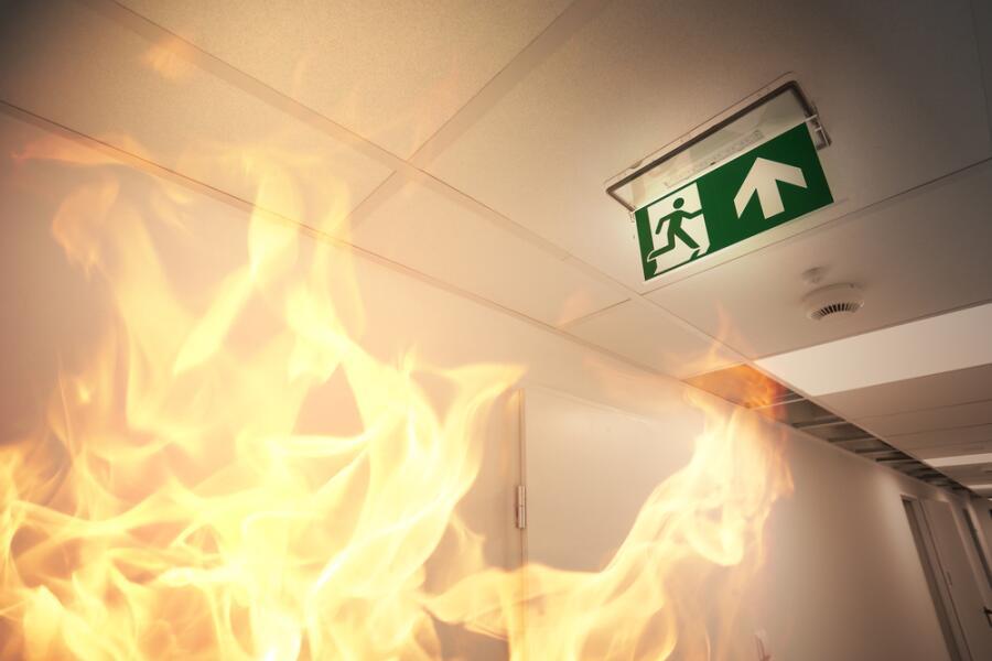 «Код тысяча»: как вести себя во время пожара?