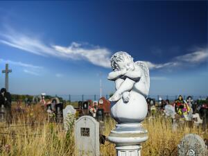 Какая трагедия побудила Эрика Клэптона написать хиты «Tears In Heaven» и «My Father's Eyes»?
