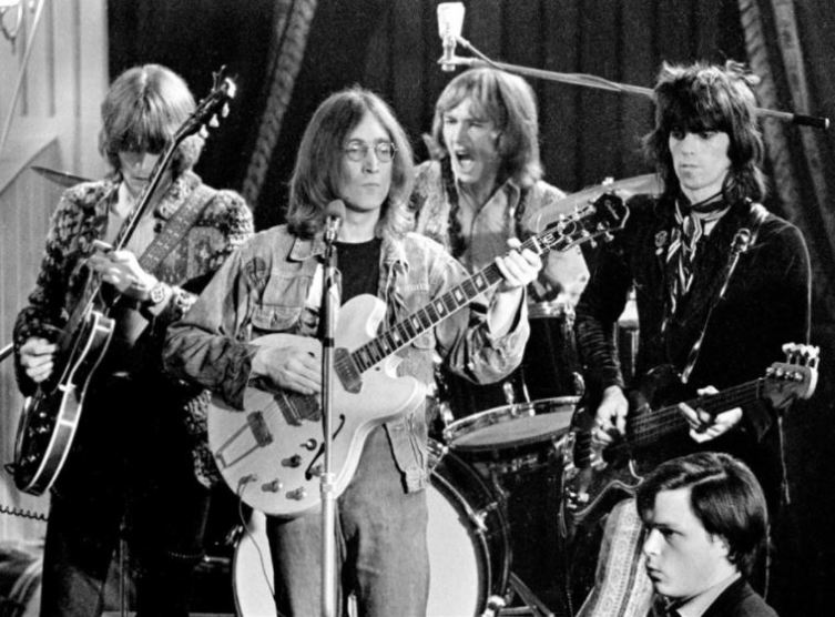 Джон Леннон, Эрик Клэптон, Митч Митчелл и Кит Ричардс в составе супергруппы The Dirty Mac, 1968 год