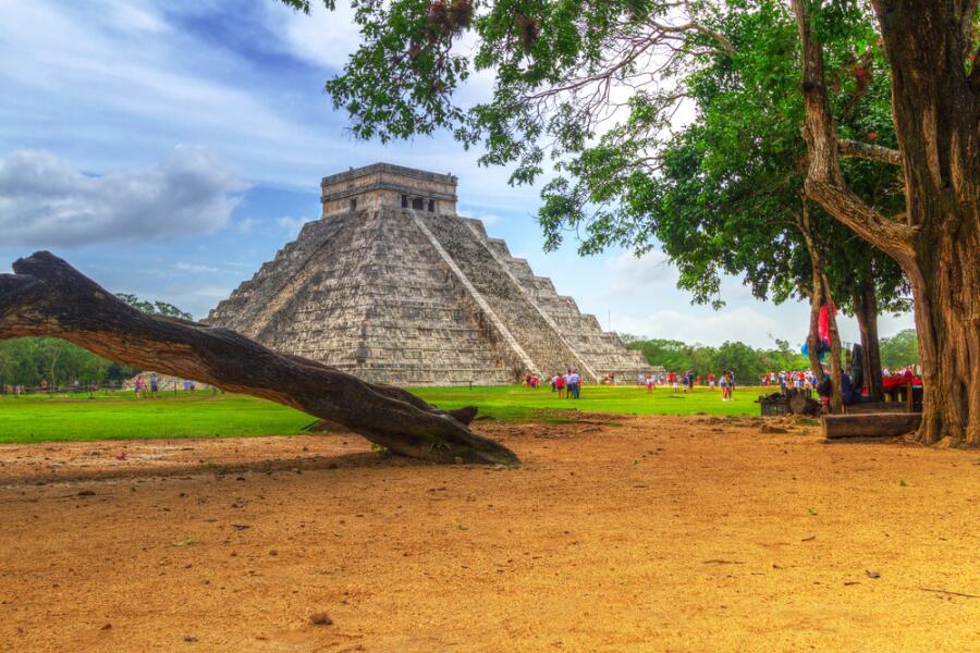 Пирамида Кукулькана в Чичен-Ица, Мексика