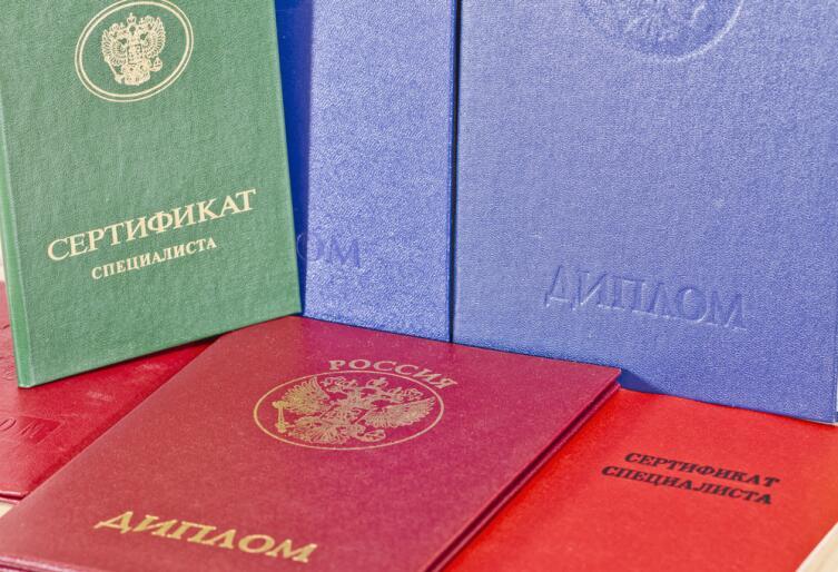 Все настоящие дипломы внесены в электронные базы вузов России, обнаружить подделку не составляет труда