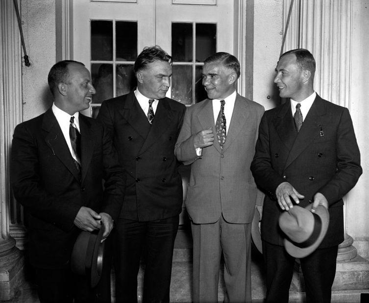 Байдуков, Чкалов, полпред СССР Трояновский и Беляков после приёма у президента США Рузвельта в Белом Доме. 28 июня 1937 г.