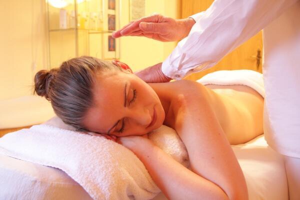 Зачем человеку нужен лимфодренажный массаж?