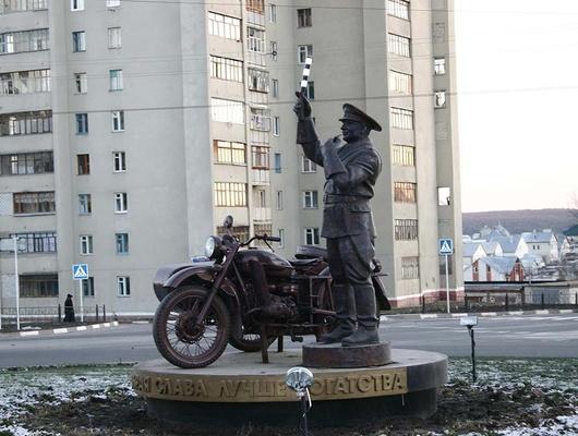 Памятник честному гаишнику, Белгород