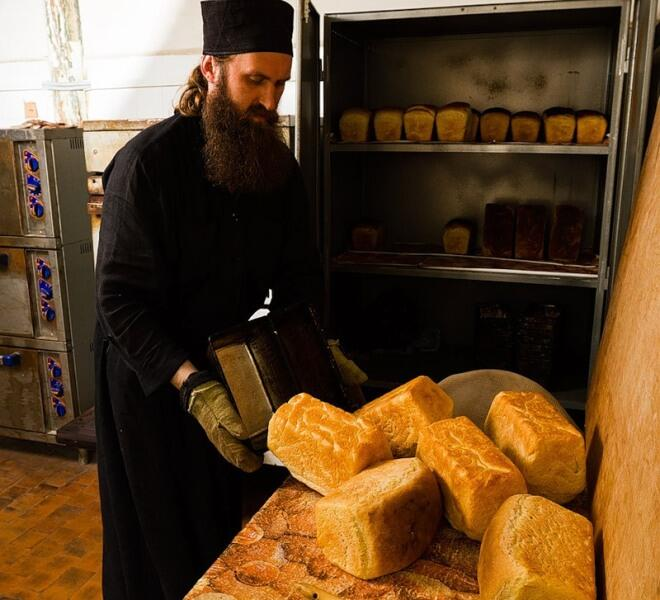 Феофан печет хлеб
