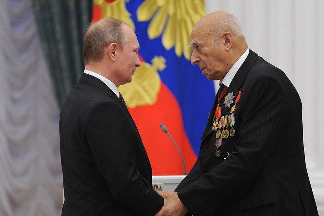 Вручение Владимиру Этушу ордена Александра Невского. Москва, Кремль, 29 октября 2013 года