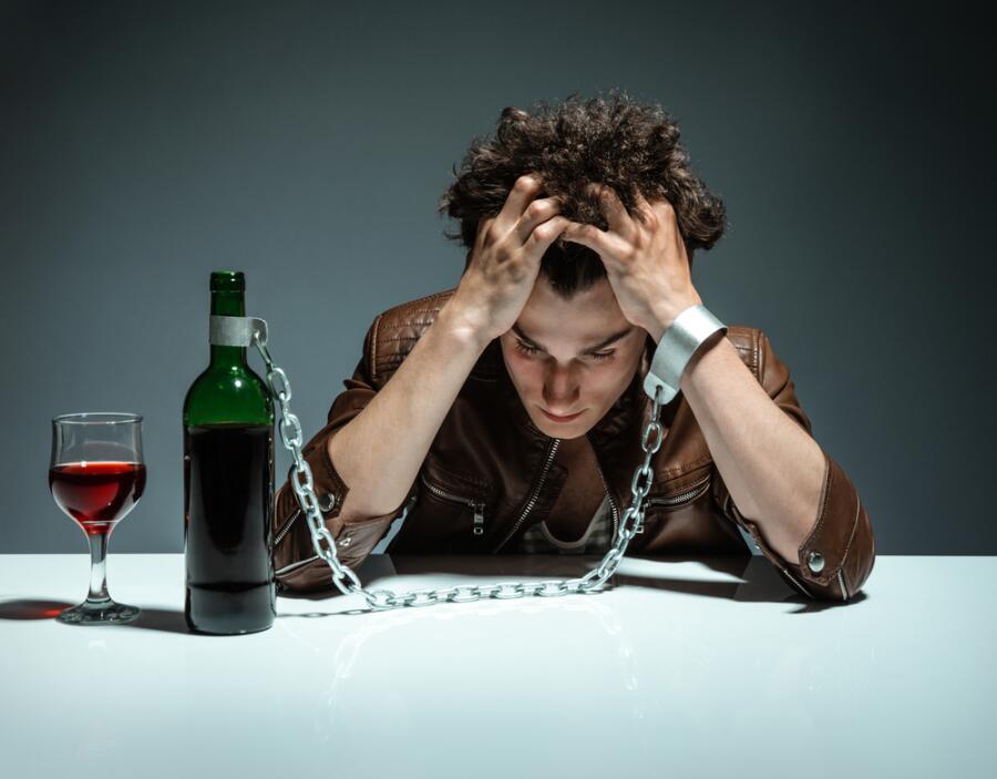 Антиалкогольная кампания 1985 года - благо или зло?