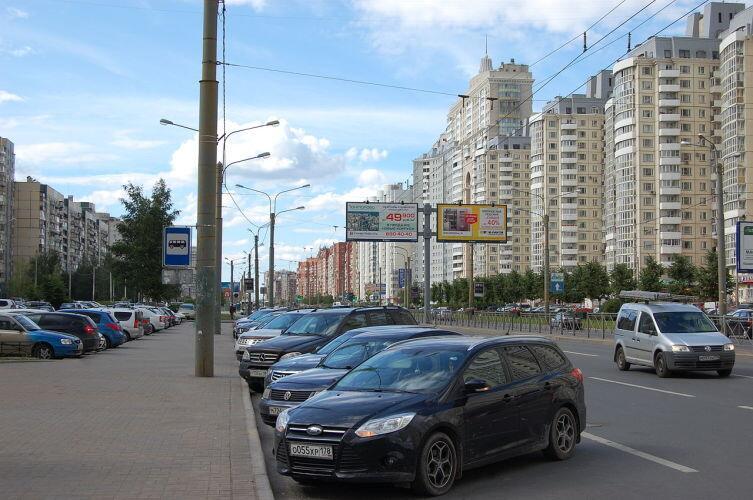 Комендантский проспект в Санкт-Петербурге