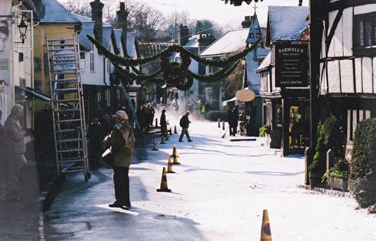 Деревню готовят к настоящему снежному Рождеству