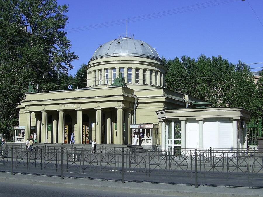 Наземный павильон станции метро «Автово»