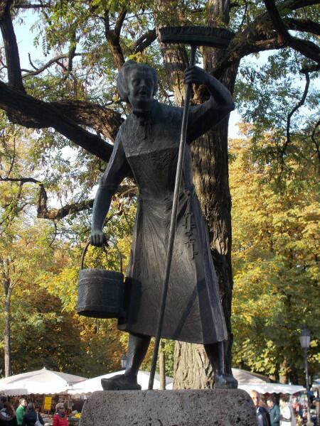 Памятник уборщице в Германии