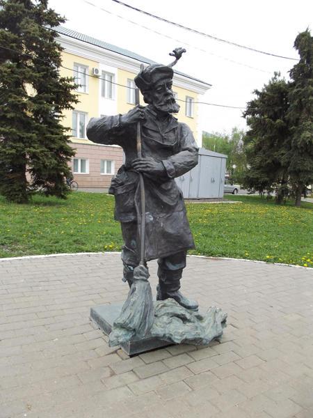 Памятник дворнику в Саранске