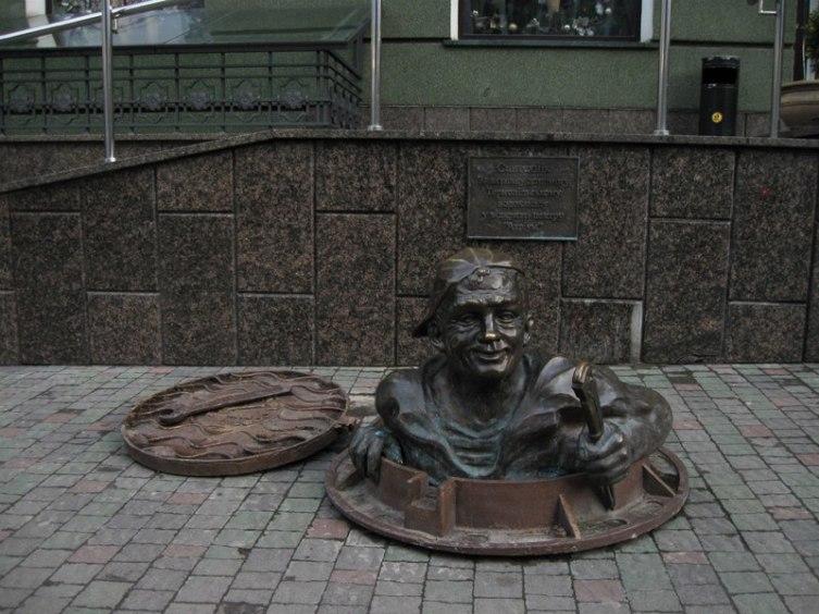 Памятник сантехнику в Тернополе