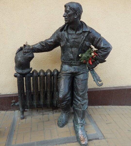 Памятник сантехнику в Сочи