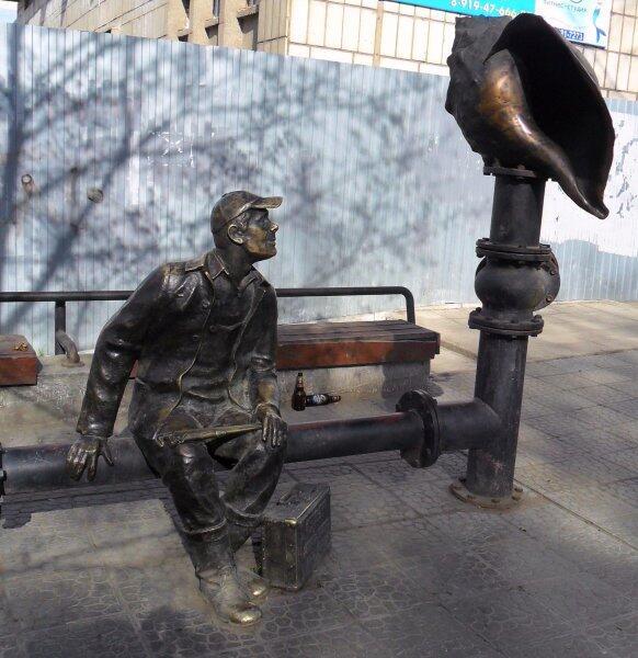 Памятник сантехнику в Перми