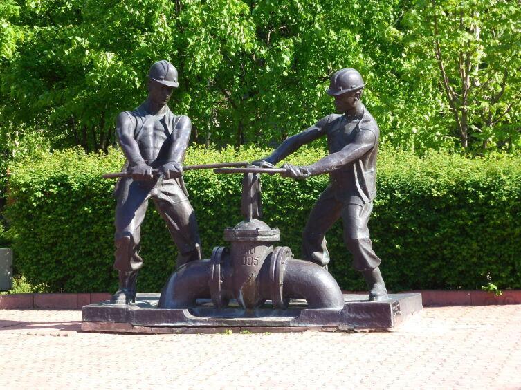 Памятник сантехникам в Кременчуге