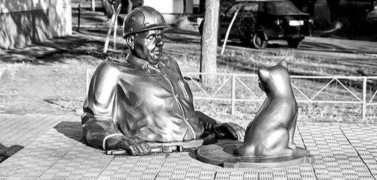 Памятник сантехнику в Полтаве
