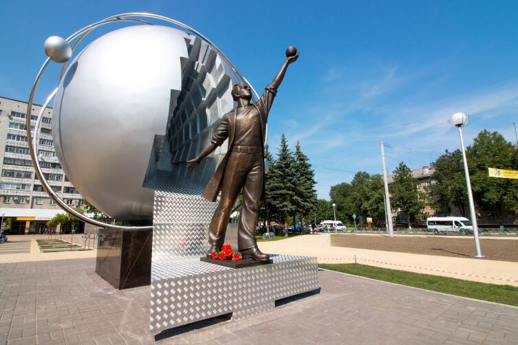 Памятник энергетикам в Обнинске
