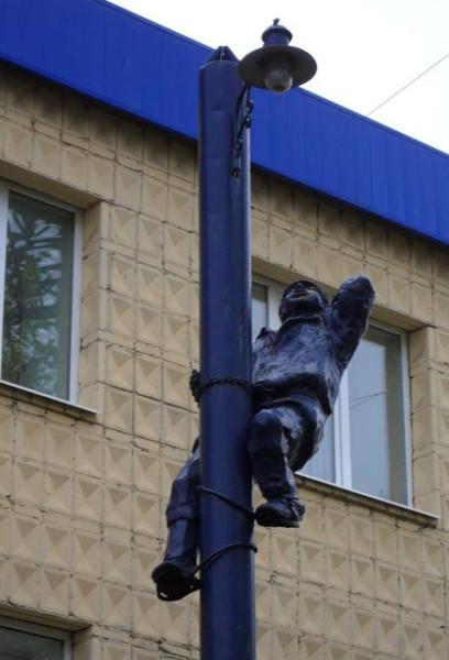 Памятник электрику в Томске