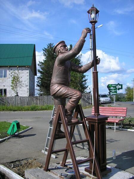 Памятник электрику в Березовском (Кемеровская область)