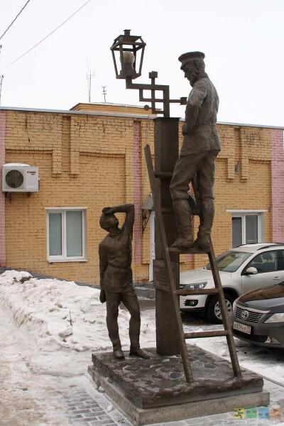 Памятник первому электрическому фонарю в Ульяновске