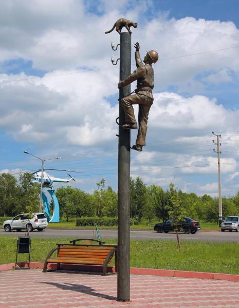 Памятник электромонтеру в Прокопьевске