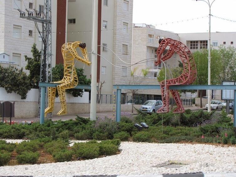 Памятник электрикам в Израиле