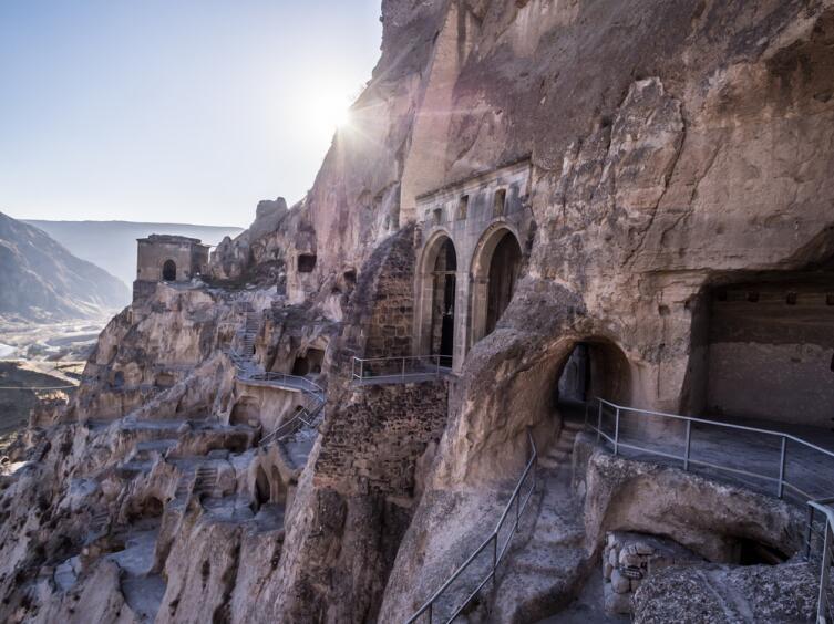 Вардзиа— пещерный монастырский комплекс XII—XIII вв. на юге Грузии