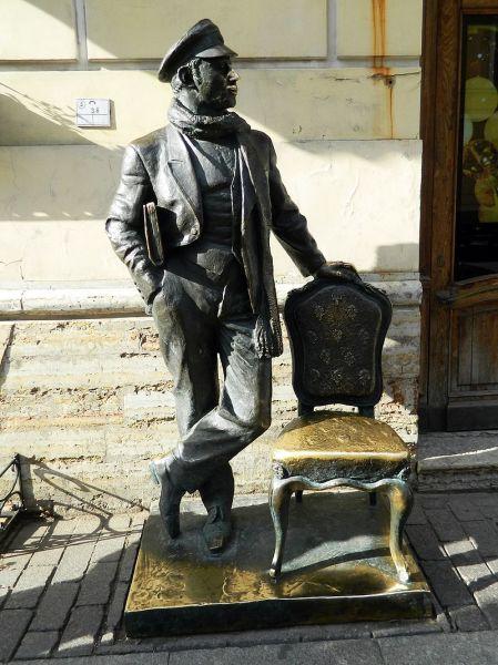 Памятник Остапу Бендеру в Санкт-Петербурге