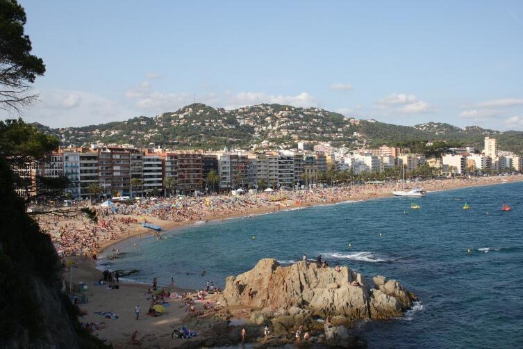 Многие едут в Льорет-де-Мар из-за пляжей