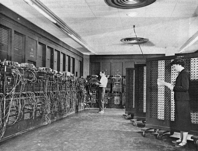Компьютер ЭНИАК, разработан в 1943 году
