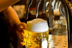 Как ни странно, китайская нация, давшая миру такие глобальные изобретения, как порох, шелк и фарфор, не пробовала вкуса пива до 1900 года