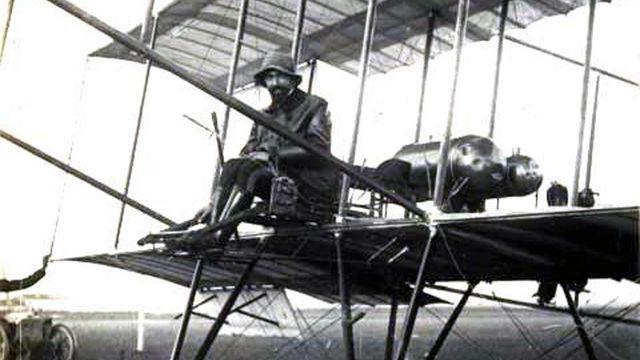 Джулио Гавотти - первый авиатор, выполнивший бомбометание с воздуха, 1910 г.