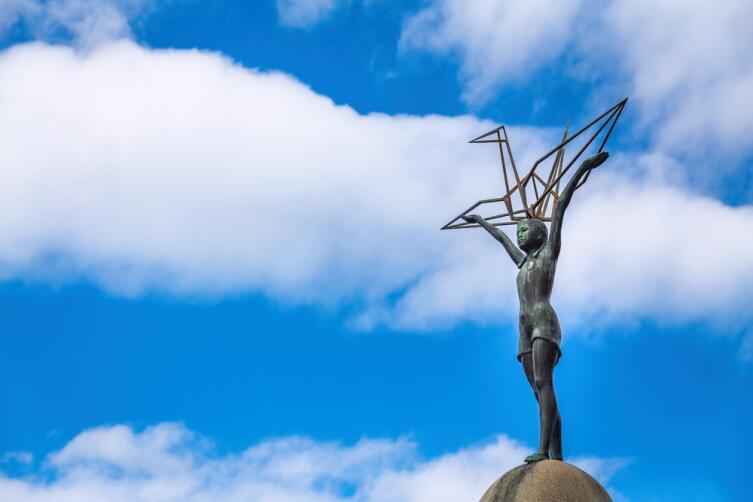 Памятник Садако Сасаки в Хиросиме
