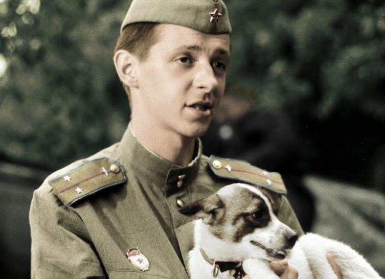 Сергей Иванов в роли Кузнечика, кадр из фильма «В бой идут одни