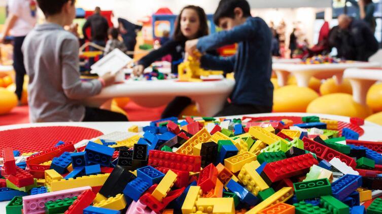 В чем секрет популярности конструктора LEGO?