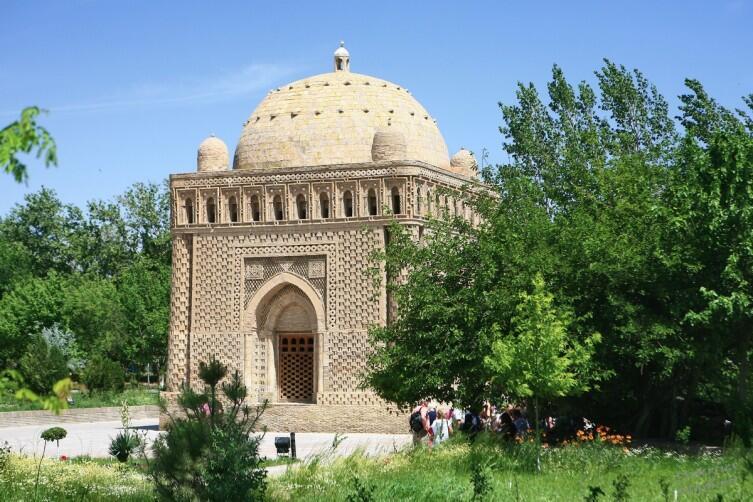 Мавзолей Саманидов. С него начиналась культовая архитектура Бухары